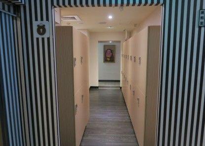 Heybear Capsule Hotel
