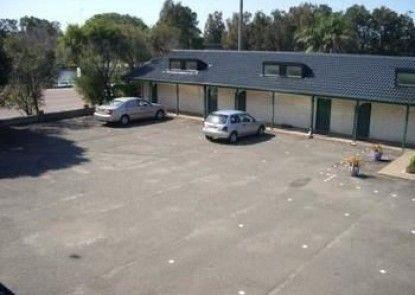 Hibiscus Lakeside Motel