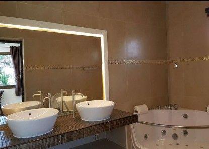 HIDE LAND PATTAYA - Luxurious Tropical Villa