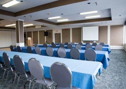 Highliner Plaza Hotel & Conference Centre