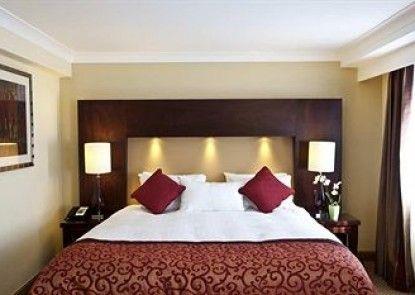 Hilton Bath City Teras