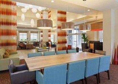 Hilton Garden Inn Gainesville Teras
