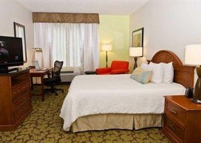 Hilton Garden Inn Louisville East Teras