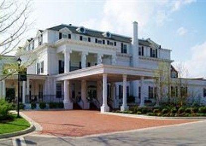 Historic Boone Tavern Hotel and Restaurant
