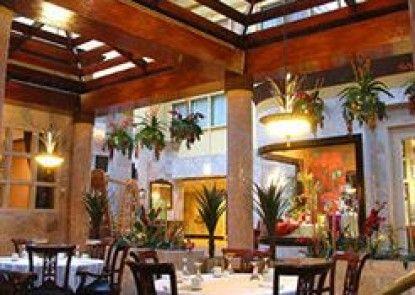 Holiday Inn Chicago North Shore Teras