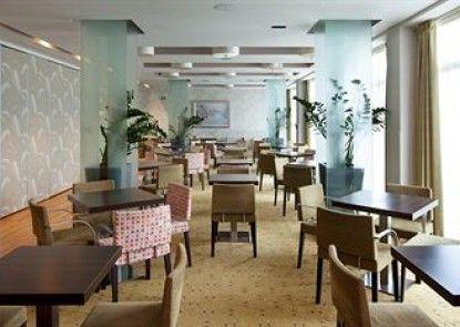 Holiday Inn Express Birmingham Redditch Teras