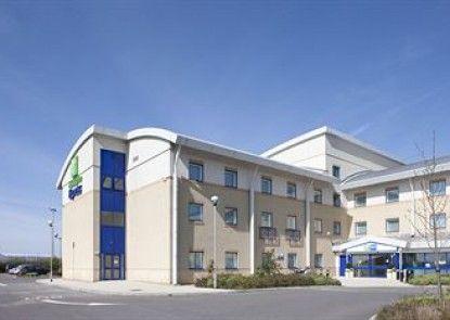 Holiday Inn Express Cardiff Airport Teras