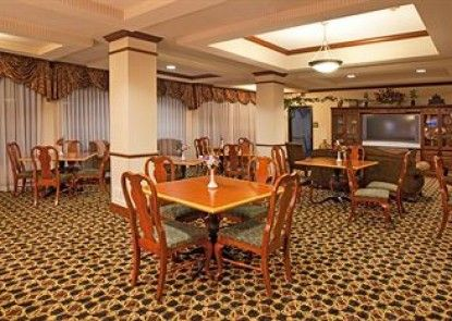 Holiday Inn Express Hotel & Suites Clearfield Teras