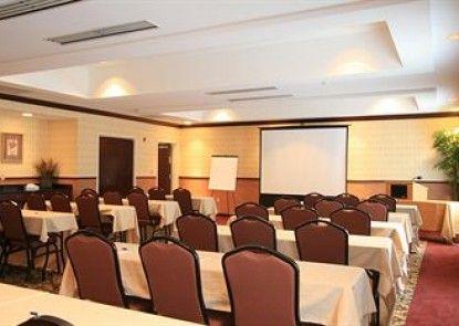 Holiday Inn Express Hotel & Suites Middleboro Raynham Teras