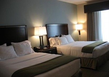 Holiday Inn Express Hotel & Suites Pittsburg Teras