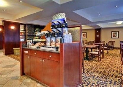 Holiday Inn Express Hotel & Suites WHITECOURT Teras