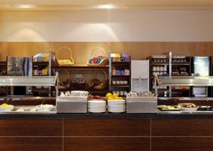 Holiday Inn Express London-Epsom Downs Teras
