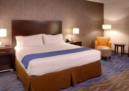 Holiday Inn Express and Suites Overland Park