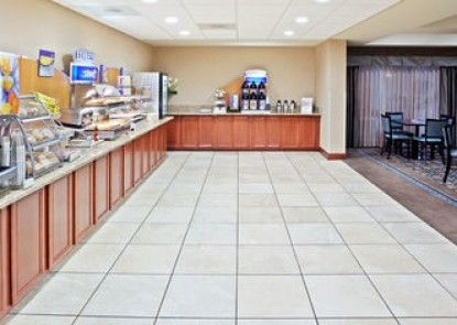 Holiday Inn Express Hotel & Suites, a Marysville