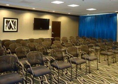 Holiday Inn Express Hotel & Suites Charleston Arpt-Conv Ctr