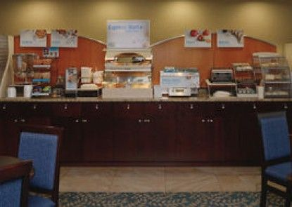 Holiday Inn Express Hotel & Suites Edson