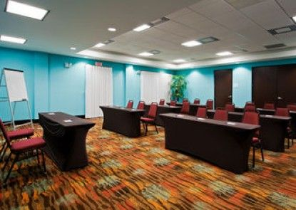 Holiday Inn Express Hotel & Suites Ft Lauderdale Airport/Cru