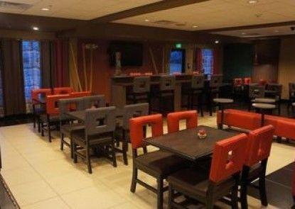 Holiday Inn Express Hotel & Suites York NE - Market