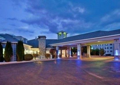 Holiday Inn Express St. Ignace-Lake Front