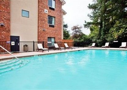 Holiday Inn Express & Suites Buford NE - Lake Lanier Area