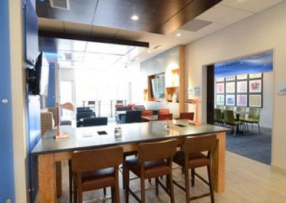 Holiday Inn Express & Suites Chicago North Shore - Niles