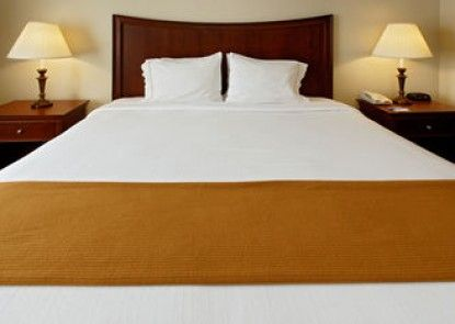 Holiday Inn Express & Suites Dodge City West