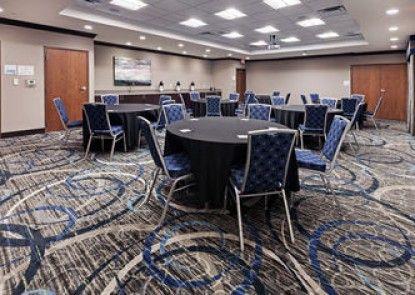 Holiday Inn Express & Suites Glenpool-Tulsa South