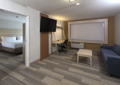 Holiday Inn Express & Suites Rochester Hill - Detroit Area