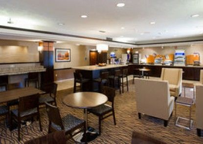 Holiday Inn Express Topeka West I-70 Wanamaker