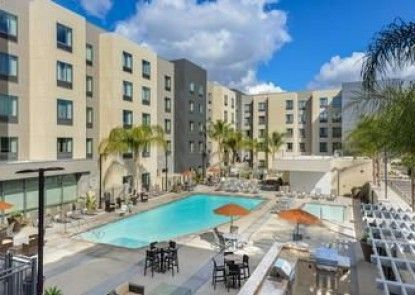 Homewood Suites by Hilton Anaheim Resort – Convention Center