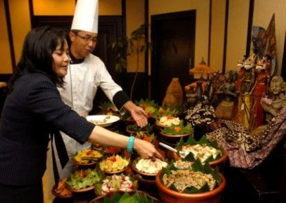 Horison Ultima Bandung Makan Prasmanan