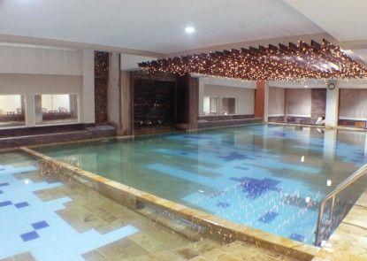 Horison NJ Hotel Semarang Kolam Renang