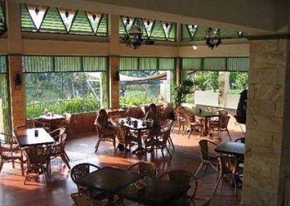 Hotel Deli River and Restaurant Omlandia Rumah Makan