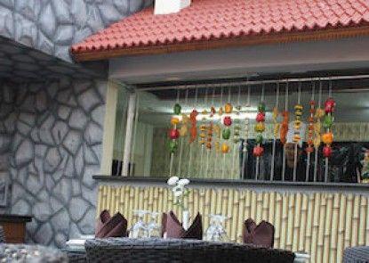 HOTEL LAILA\'S COUNTY