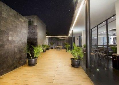 Hotel Neo Tendean Jakarta Teras