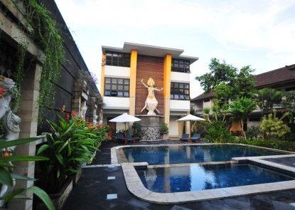 Hotel Sandat Legian Kolam Renang