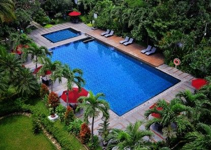 Hotel Santika Cirebon Kolam Renang Utama