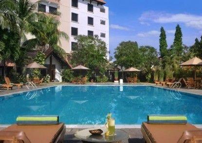 Hotel Santika Cirebon Kolam Renang