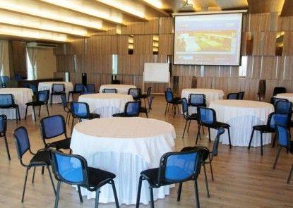Hotel 61 Medan Ruangan Meeting