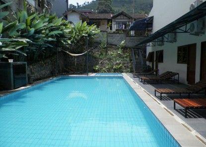 Hotel Augusta Lembang Kolam Renang