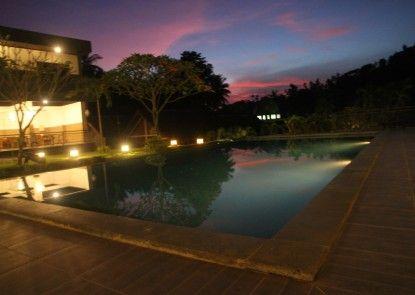 Hotel Bumi Aditya Kolam Renang