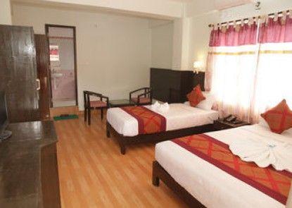 Hotel Center lake