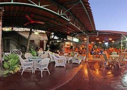 Hotel Coco Palms