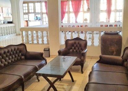 Hotel DeQur Jakarta Kota Teras