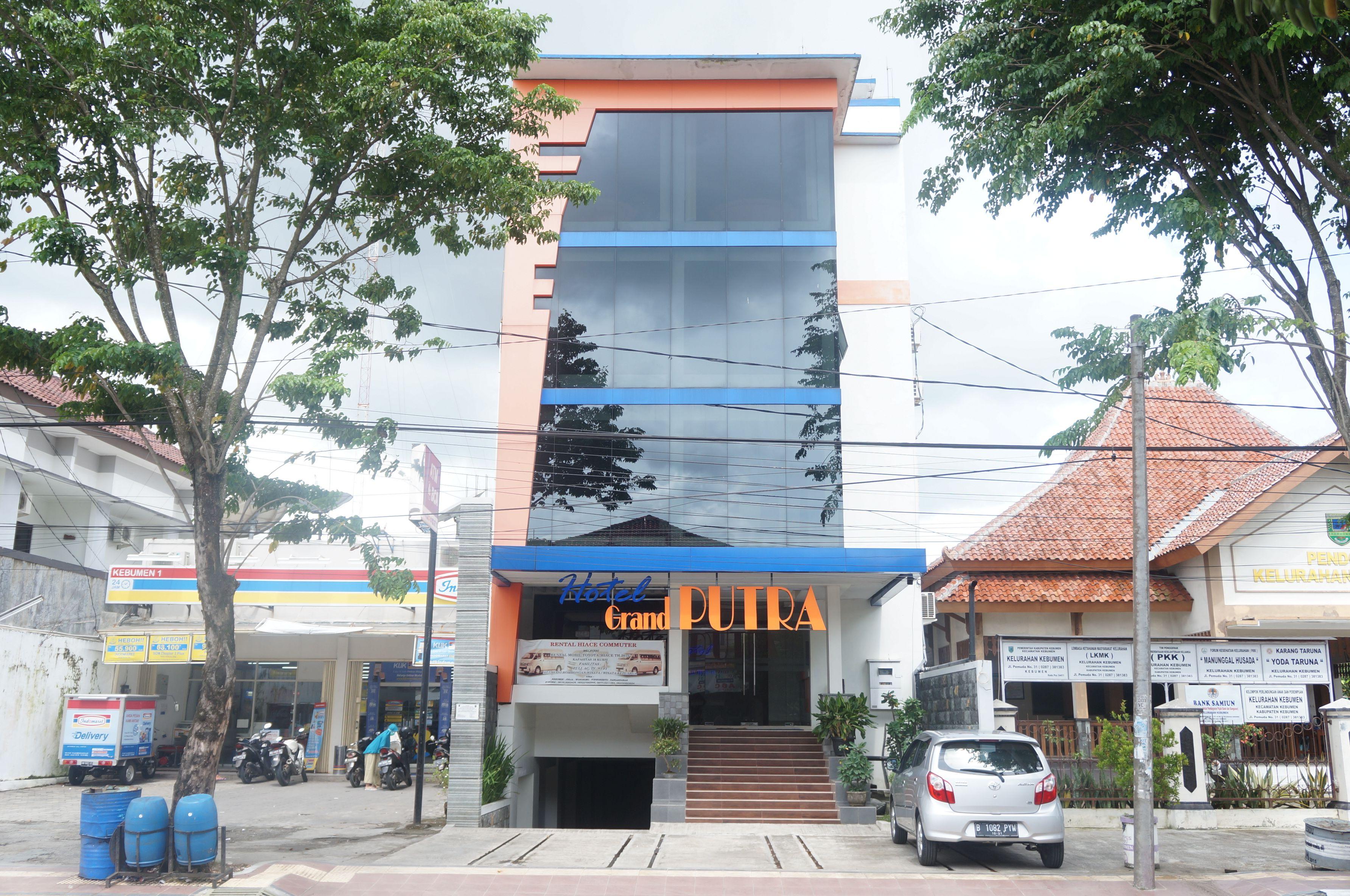 Hotel Grand Putra,Kutowinangun