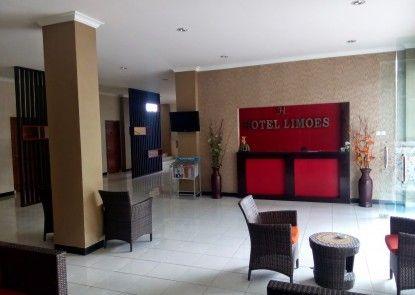 Hotel Limoes Mataram Teras