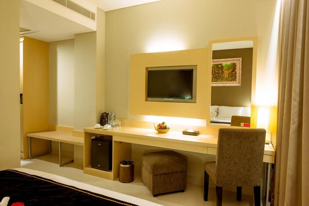 Hotel Maestro,Universitas Tanjungpura