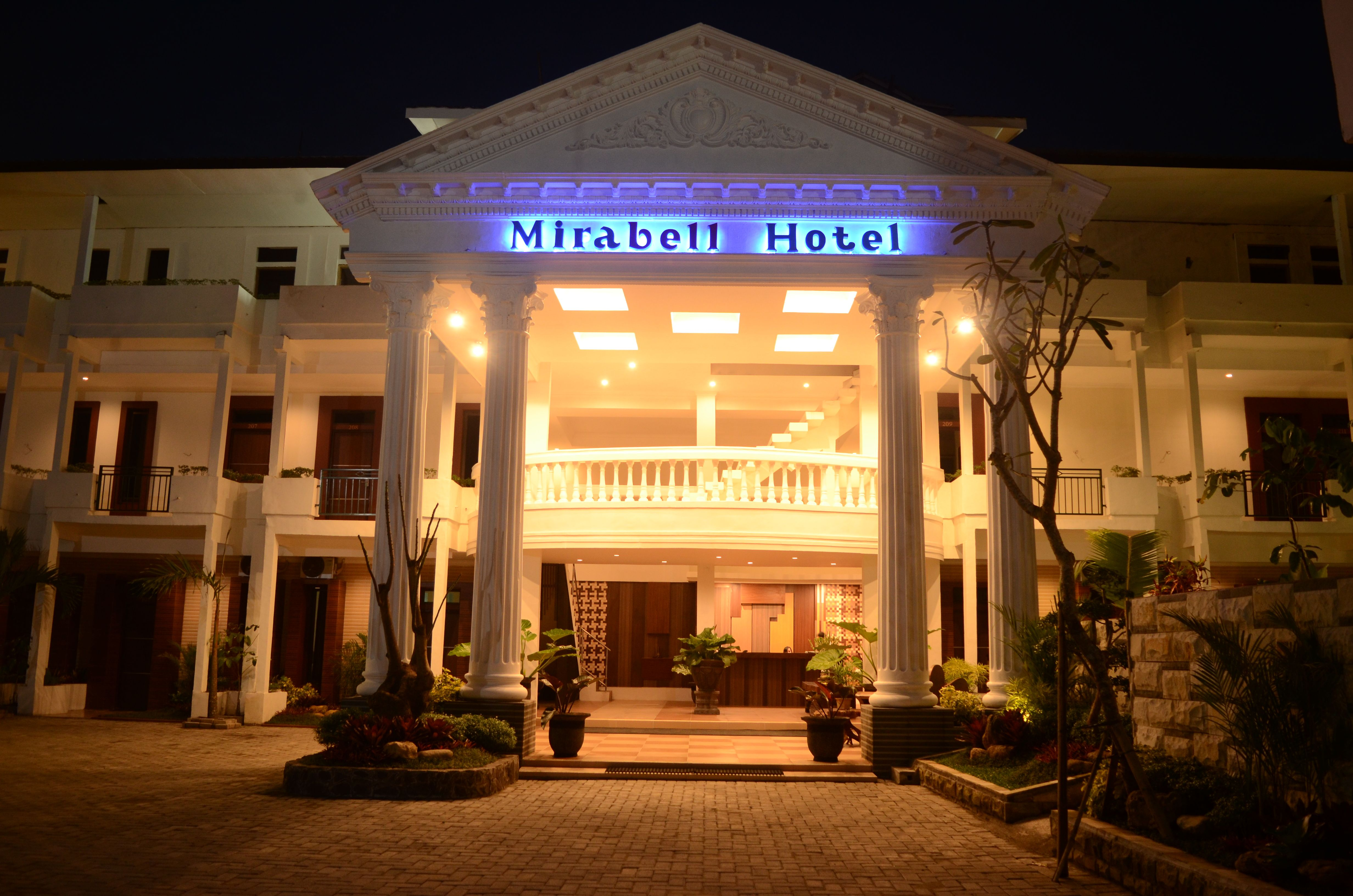 Hotel Mirabell and Convention Hall,Kepanjen