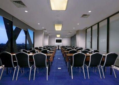 Hotel Neo+ Kebayoran Ruangan Meeting