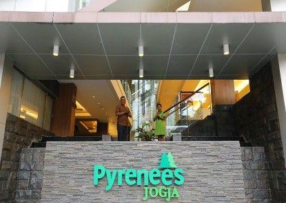 Hotel Pyrenees Jogja Pintu Masuk